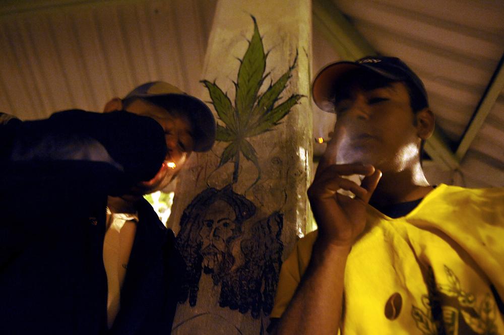 SecondHandSmokingFailDrugTest Can secondhand marijuana smoke cause a failed drug test?